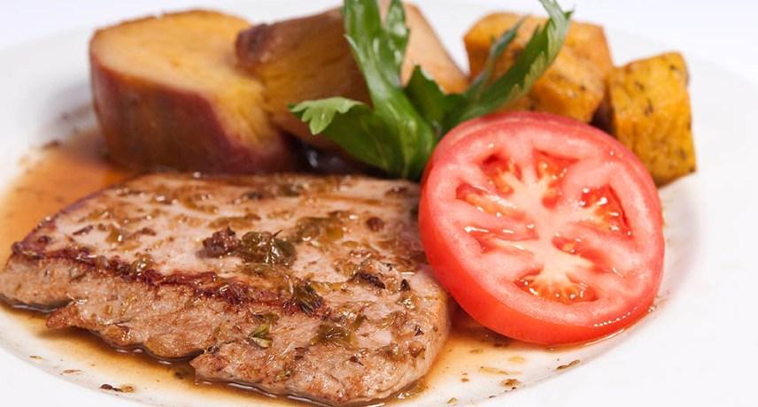 Bife de Atum - 17 plats que vous devez absolument essayer pendant vos vacances sur l'île de Madère