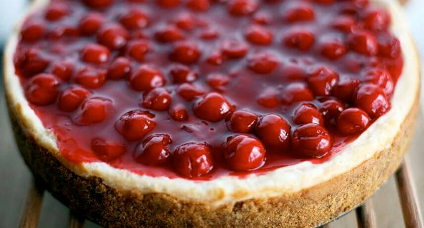 Cheesecake-cereja-22-Madeira-Traditional-Sweets-you-must-try