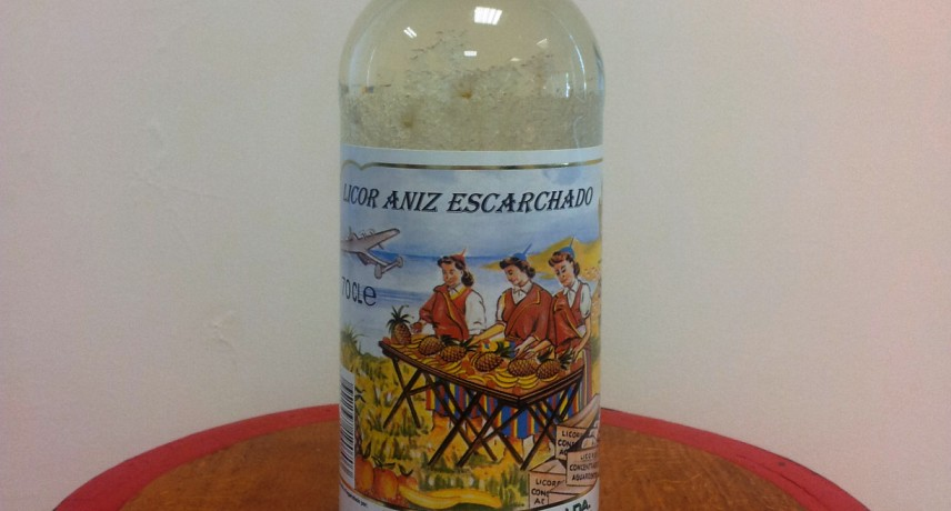 licor-aniz-escarchado-15 Drinks You Must Try in Madeira Island