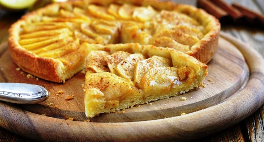 Tarte-de-maçã-22-Madeira-Traditional-Sweets-you-must-try